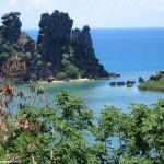 Entre sable blancs et terre rouge, entre mer et montagne voici la nouvelle Calédonie avec son deuxième plus grand lagon du monde :)